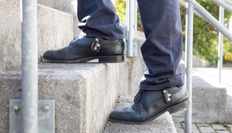 Tragbare Sensoren, an den Schuhen fixiert