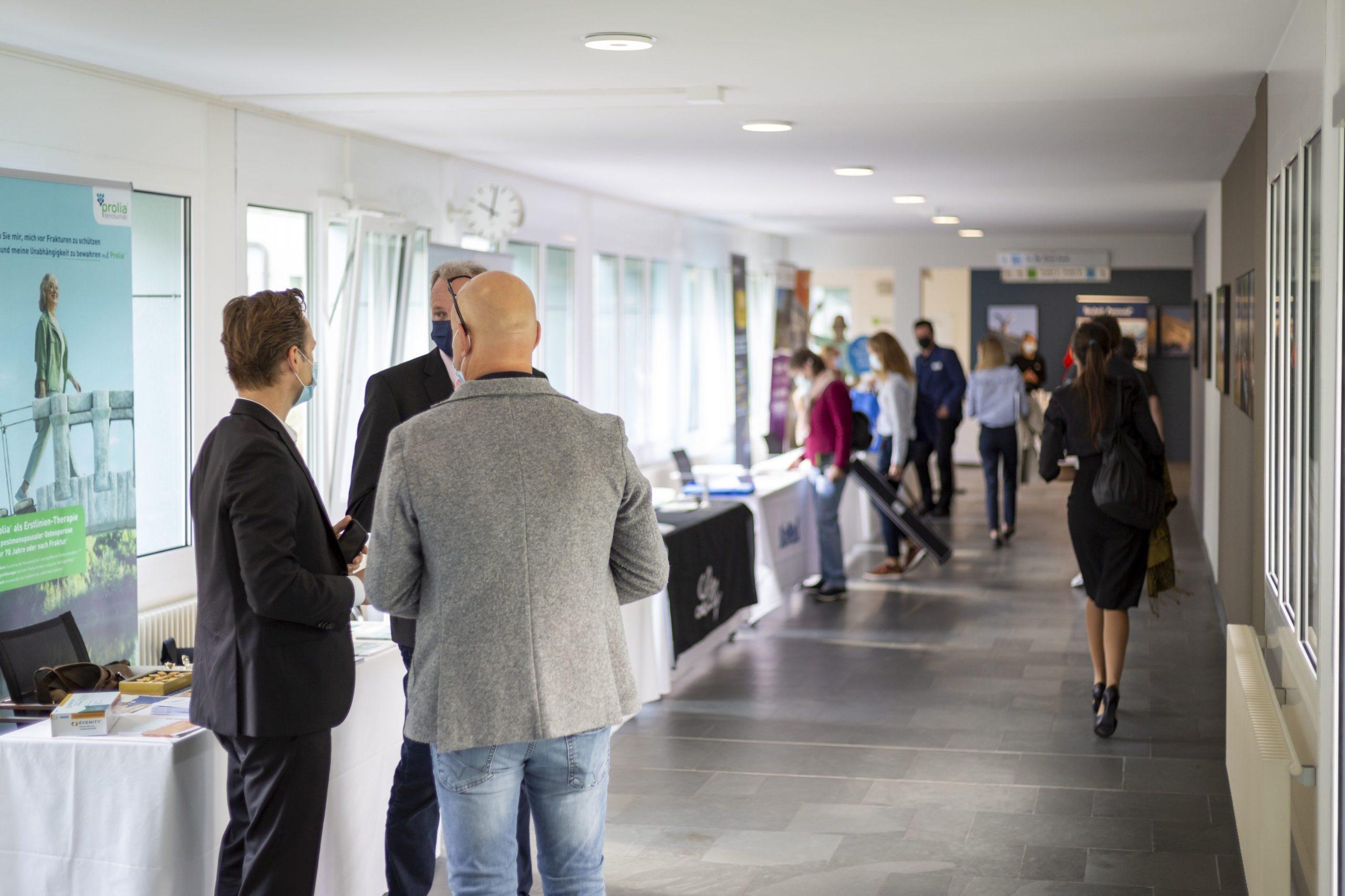 Die Besucher informierten sich auf der Sponsoren-Ausstellung über Gesundheitsthemen.