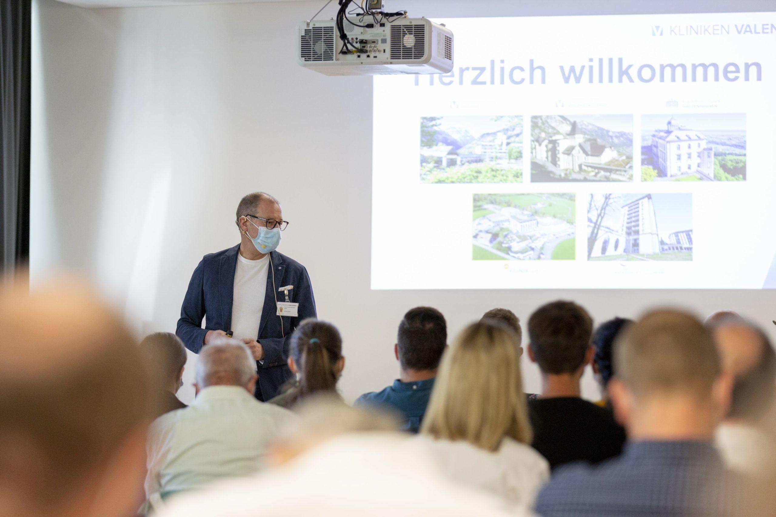 Prof. Dr. med. Stefan Bachmann holte mit der Themenwahl über 80 Fachleute aus dem Gesundheitswesen ins Rehazentrum Valens.